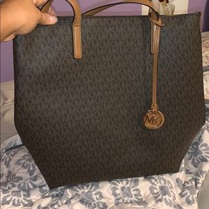 Michael kors Hayley large logo tote! Authentic!